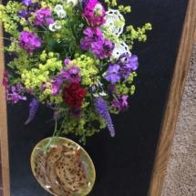 Ontvangst met bloemetje en krentenwegge